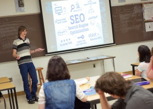 Stephen Bonesteel spoke to the class about Search Engine Optimization (SEO) used by marketers and journalists to increased traffic to their content.